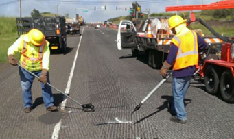 Asphalt repair crack sealing asphalt by G P Maintenance Solutions on Honolulu parking lot